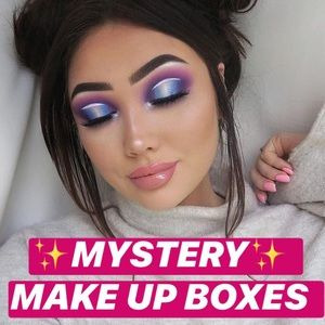 ❤️NAME BRAND COLORFUL 7 PEICE MAKE-UP MYSTERY-BOX.